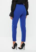 Missguided - Self fabric belted cigarette pants - blue