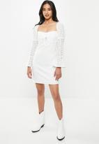 Missguided - Petite broidere sleeve milkmaid dress - white