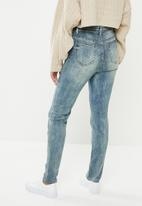 Missguided - Petite sinner high waisted jeans - blue