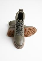 Miss Black - Fox 2 boot - grey