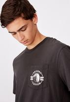 Factorie - Arizona custom regular graphic pocket T-shirt - pirate black