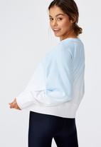 Cotton On - Raglan sleeve crew fleece dip dye - sky blue