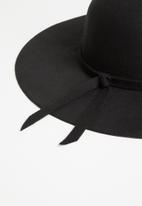 Superbalist - Floppy with bow trim - black