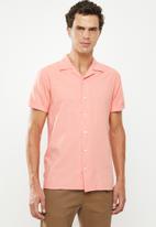 Superbalist - Cuban collar shirt - coral