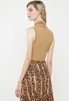 MANGO - Alexie T-shirt - brown