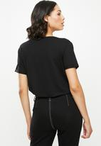 Missguided - Boyfriend v-neck short sleeve T-shirt - black
