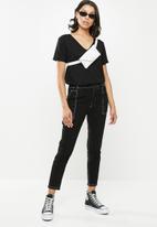 Missguided - Boyfriend v-neck short sleeve T-shirt - black