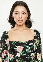 Missguided - Milkmaid ruched puff sleeve dress floral - black