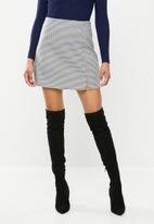 Missguided - Houndstooth check mini skirt - black & white