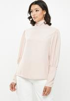 Missguided - Grown on neck deep cuff puff sleeve top - pink