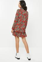 Missguided - High neck drop waist smock dress floral - red