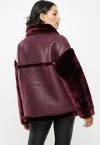 Missguided - Faux fur sleeve aviator - burgundy