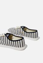 Cotton On - Juno plimsoll - navy texture stripe