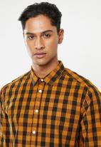 Superbalist - Poplin check shirt - mustard & black