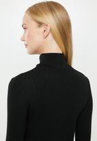 MANGO - Button ribbed top - black