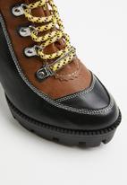 Public Desire - Dakota hiker ankle boot - black & brown