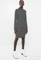 Brave Soul - Midi roll neck rib dress - black & white