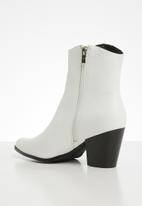 Miss Black - Cowgirl boot - white