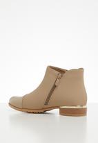Miss Black - Hadar boot - neutral