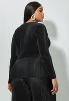 Superbalist - Side tie plisse blouse - black