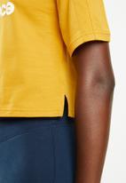 New Balance  - Future icons stacked tee - yellow