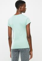 New Balance  - Essential stacked logo tee - blue