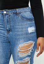 Missguided - Plus riot distressed jeans stonewash - blue