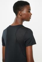 Nike - Nike run short sleeve top - black