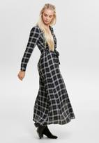 ONLY - Courtney long sleeve maxi shirt dress - black & white