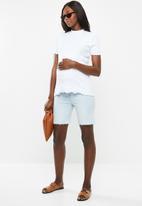 Cotton On - Maternity bermuda shorts - blue