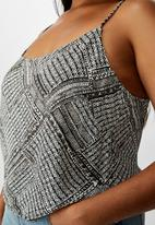 Cotton On - Curve astrid cropped scoop neck cami billie spliced geo - black & whit
