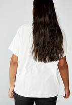 Cotton On - Curve graphic license tee high voltage - white