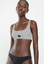 Cotton On - Cut out crop bikini top - black & white stripes