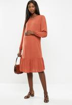 Superbalist - Maternity Tier midi dress - rust