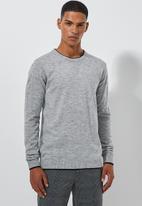 Superbalist - Lightweight tipped crew neck knit - grey