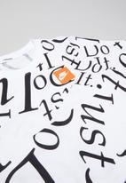Nike - Boys printed T-shirt - black & white
