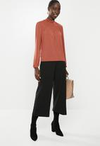 Vero Moda - Ella long sleeve high-neck pleat blouse - rust
