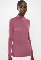 Vero Moda - Carla long sleeve high neck top - pink