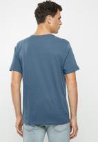 Hurley - Halfer stripe tee - blue