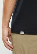 The North Face - Short sleeve raglan red box tee - black/stone