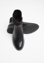 Butterfly Feet - Eloise boot - black