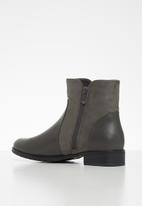 Butterfly Feet - Eloise boot - grey