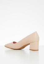 Butterfly Feet - Royalty court - pink