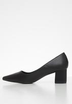 Butterfly Feet - Royalty court - black