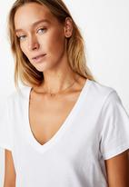 Cotton On - The one fitted v tee - white