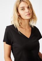 Cotton On - The one fitted v tee - black
