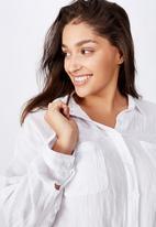 Cotton On - Curve oversized drop shoulder shirt - white