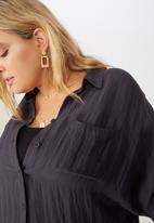 Cotton On - Curve oversized drop shoulder shirt - washed ebony