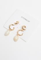 Superbalist - 2 Pack cowrie shell hoop earrings - gold