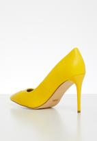Madison® - Hannah court heel - yellow